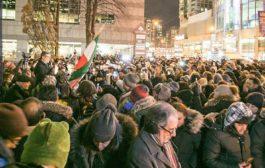 الكنديون في تورونتو يوقدون الشموع على ارواح ضحايا الطائرة الاوكرانية المنكوبة.