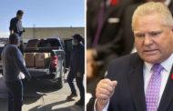 صحيفة كندية: رئيس وزراء اونتاريو دوغ فورد يوزع اقنعة وجه على المواطنين بسيارته الخاصة..!