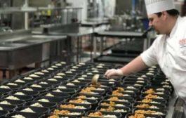 جامعة كويلف تعد 500 وجبة طعام يوميا وتوزعها على المحتاجين مجانا