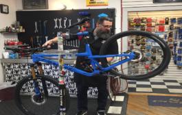 انتعاش مهنة بيع وتصليح الدراجات الهوائية في مدن واترلو ومدينة كويلف خلال ازمة كورونا
