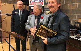 رجل اعمال كندي جلب المئات من الاسر السورية الى كندا على حسابه الخاص... يحوّل انتاج شركته لصناعة المنتجات الطبية..!