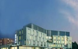 شرطة واترلو تقدم التحية للعاملين في مستشفى كامبردج العام
