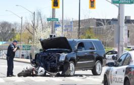 هاميلتون... اصابة سائق دراجة نارية بجروح خطيرة بعد اصطدامه بسيارة مسرعة