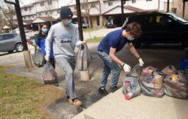 طلاب مدرسة ثانوية في كيتشنر يؤسسون شركة توصيل البقالة الى المنازل أثناء الوباء