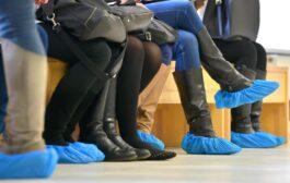 هل يمكن للأحذية أن تنقل فيروس كورونا..؟