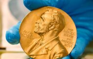 ثلاث علماء يشتركون بجائزة نوبل للطب لعام 2020