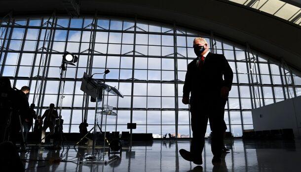مطارات كندا تستقبل اكثر من 100 مسافر مصاب بالفايروس واونتاريو تضع شروط صارمة