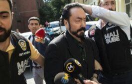 الحكم على الداعية التركي عدنان اوكتار بالسجن ألف عام بتهمة ارتكاب جرائم جنسية