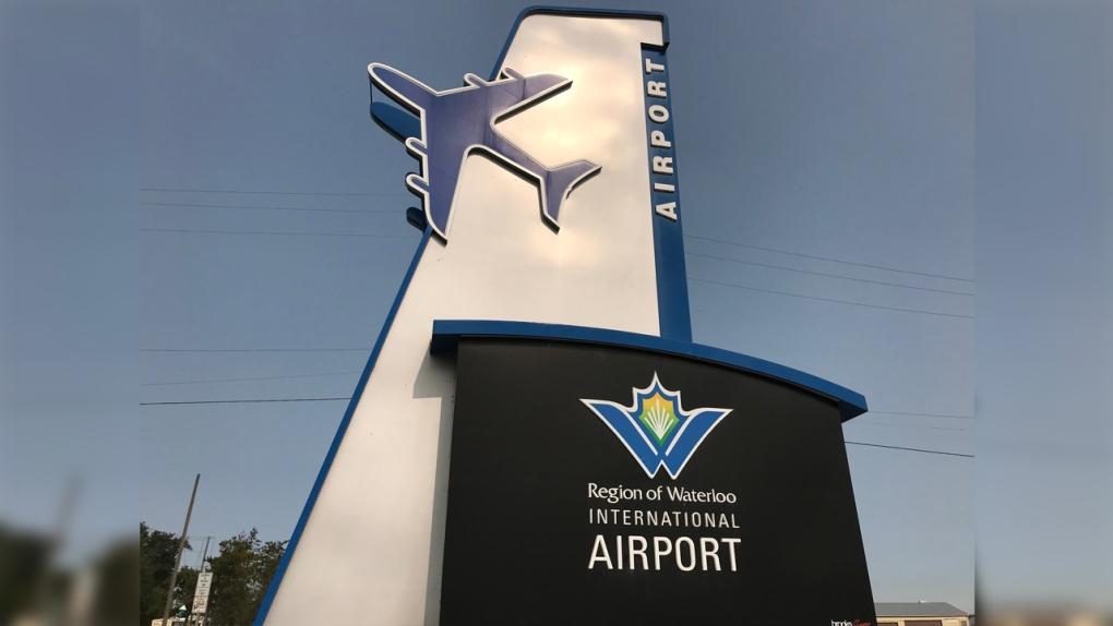 مطار واترلو الدولي بحاجة الى توظف 24 مضيفة طيران