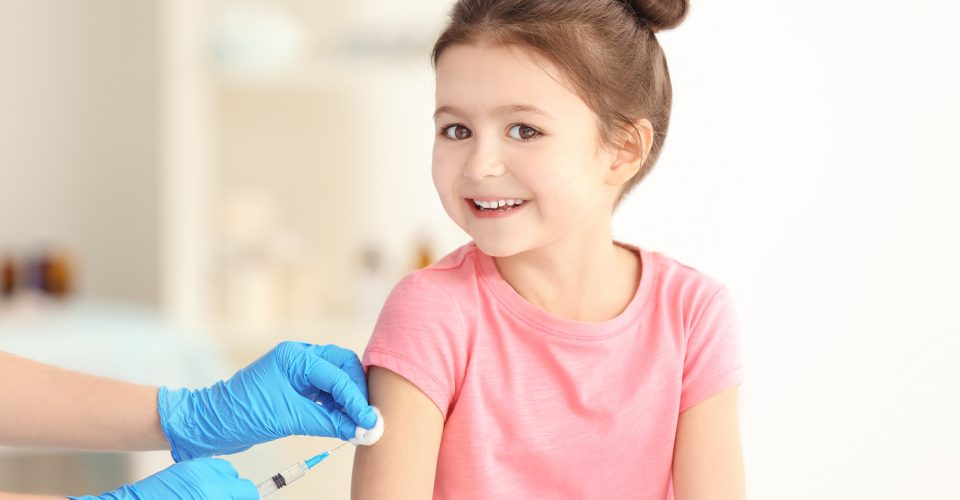 وزارة الصحة الكندية تجيز استخدام لقاح فايزر للأطفال الذين يبلغون 12 عامًا أو أكثر