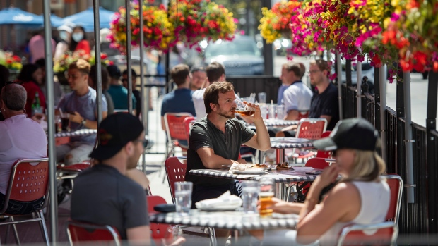 الاقتصاد الكندي يضيف 230 الف وظيفة في يونيو