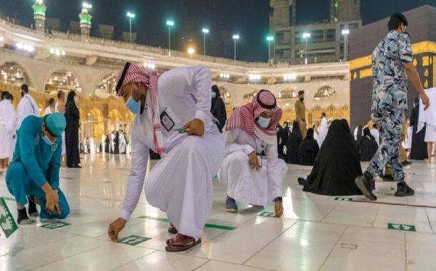 إزالة علامات التباعد الاجتماعي في المسجد الحرام بعد فرضها منذ عامين