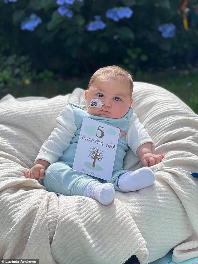 ولادة طفل بحالة وراثية نادرة فى كندا..!